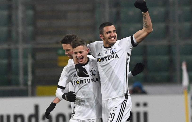 Piłkarze Legii Warszawa bronią trofeum /Piotr Nowak /PAP