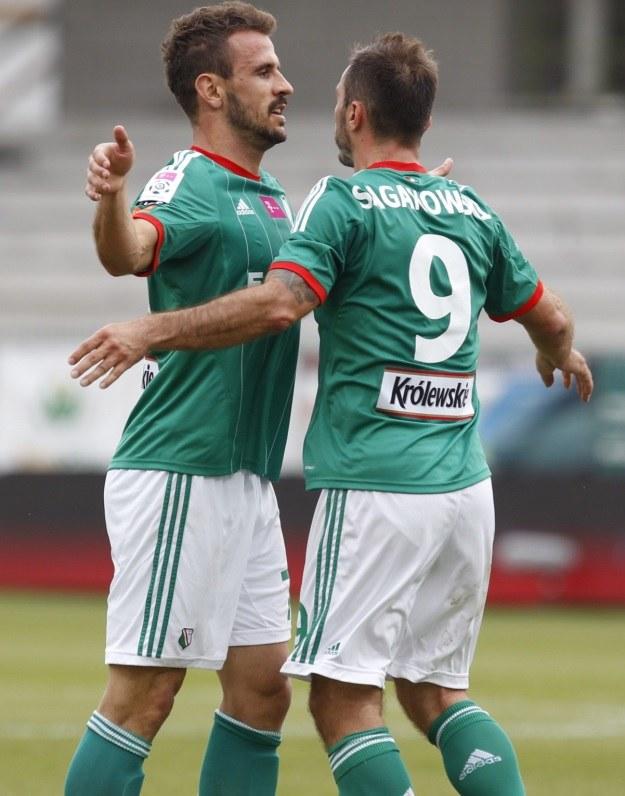 Piłkarze Legii Warszawa Orlando Sa (L) i Marek Saganowski. Fot: Andrzej Grygiel /PAP
