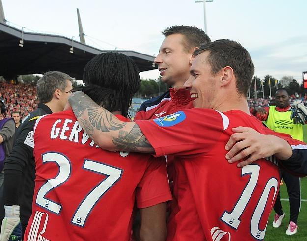 Piłkarze Lille cieszą się ze zwycięstwa nad Sochaux. Z prawej Ludovic Obraniak /AFP