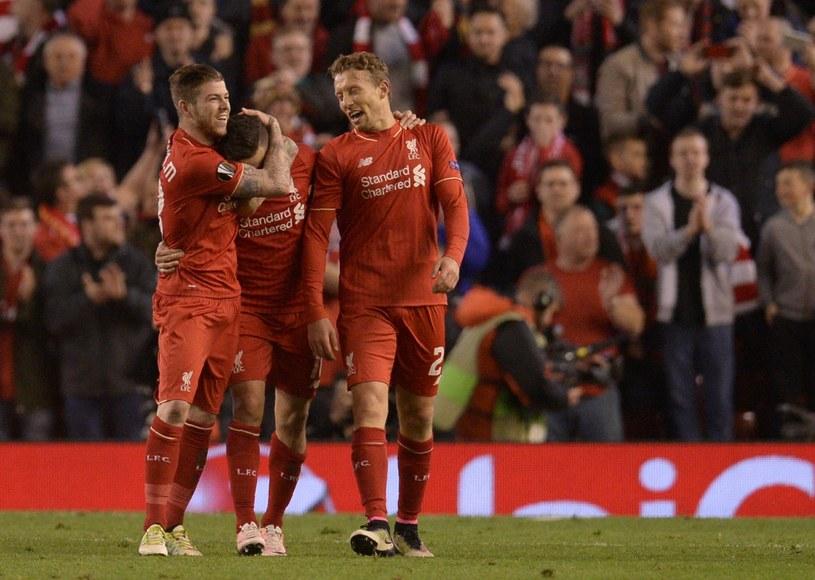 Piłkarze Liverpoolu cieszą się z sukcesu /AFP