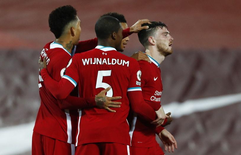 Piłkarze Liverpoolu cieszą się ze zwycięstwa /PAP/EPA/Jason Cairndruff / POOL /PAP/EPA