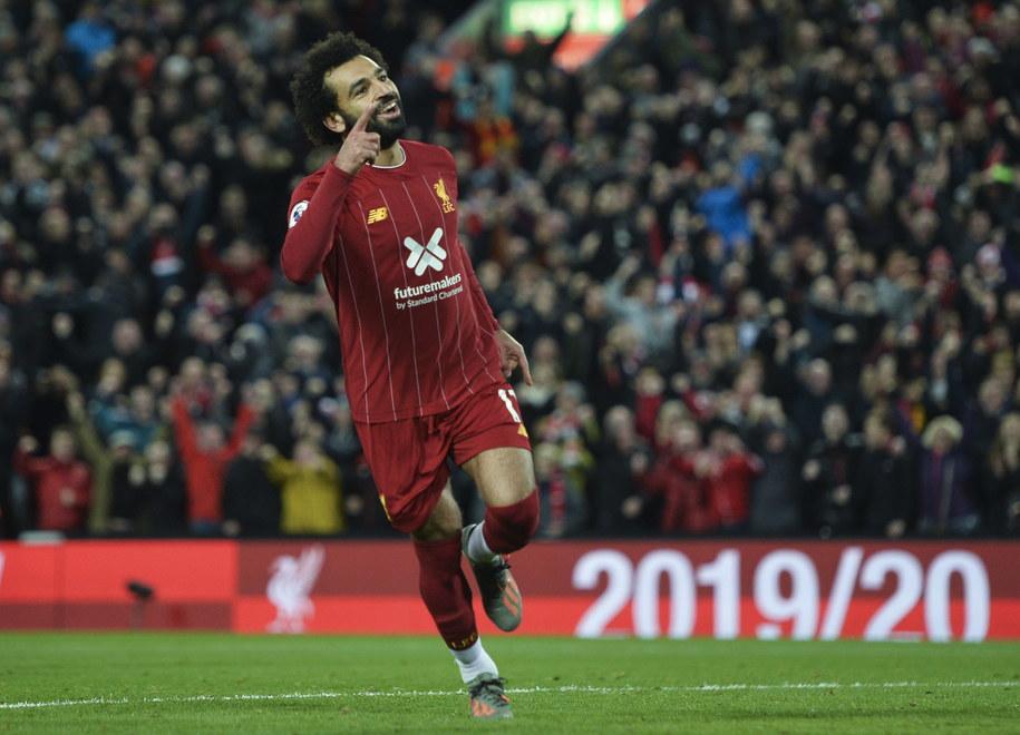 Piłkarze Liverpoolu pokonali na własnym stadionie Tottenham Hotspur 2:1 i umocnili się na prowadzeniu w tabeli angielskiej ekstraklasy. /PETER POWELL   /PAP/EPA
