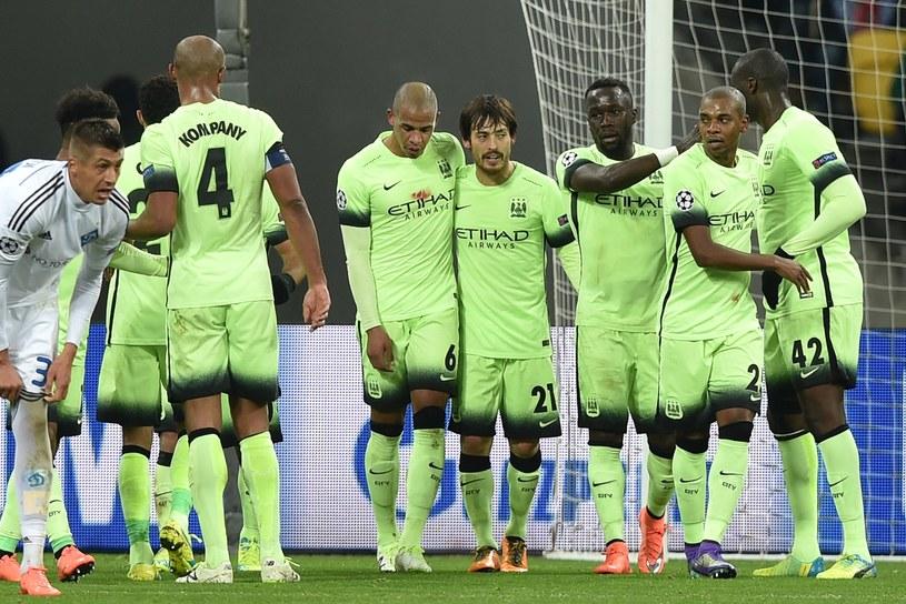 Piłkarze Manchesteru City cieszą się z gola w meczu z Dynamem Kijów /AFP