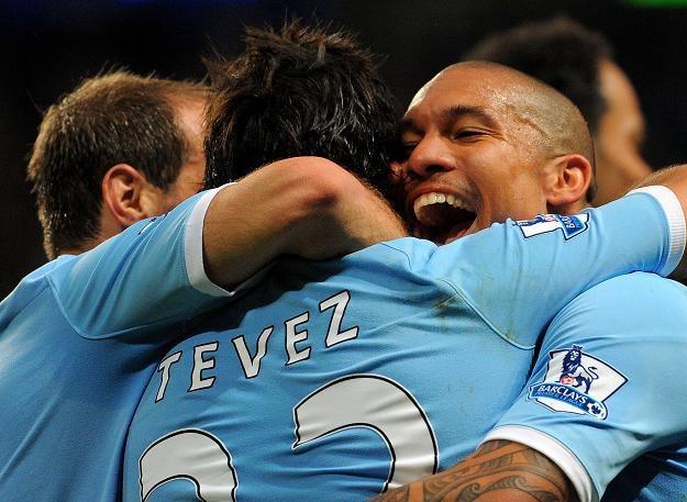 Piłkarze Manchesteru City cieszą się ze zwycięstwa nad Stoke /AFP