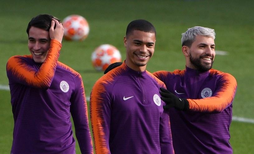 Piłkarze Manchesteru City: Eric Garcia (z lewej), Cameron Humphreys (w środku) oraz Sergio Aguero /PAUL ELLIS /AFP