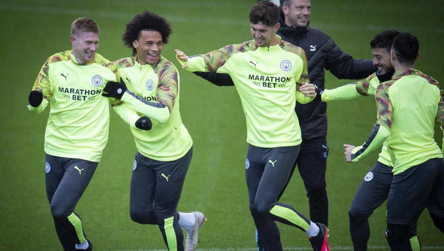 Piłkarze Manchesteru City w czasie treningu /PETER POWELL   /PAP/EPA