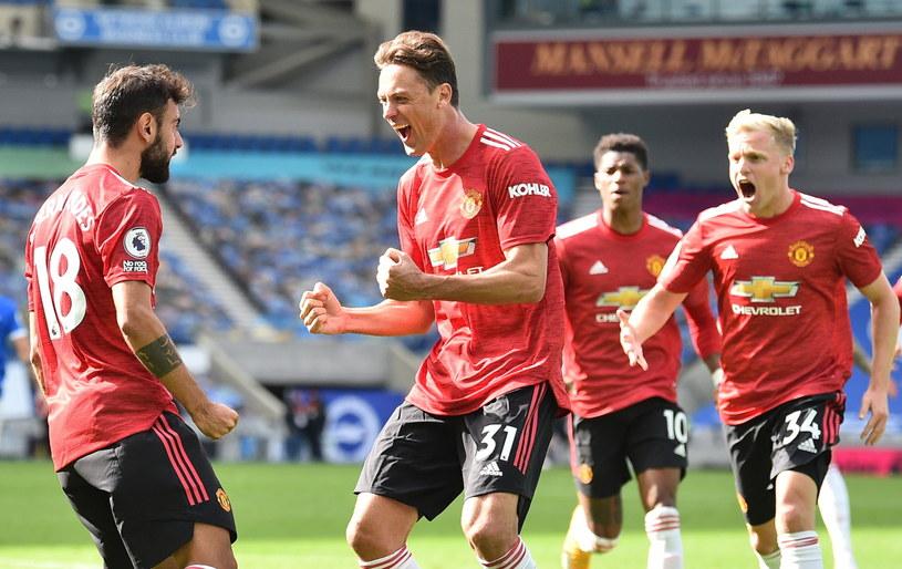 Piłkarze Manchesteru United cieszą się z pierwszej wygranej w sezonie ligowym /PAP/EPA
