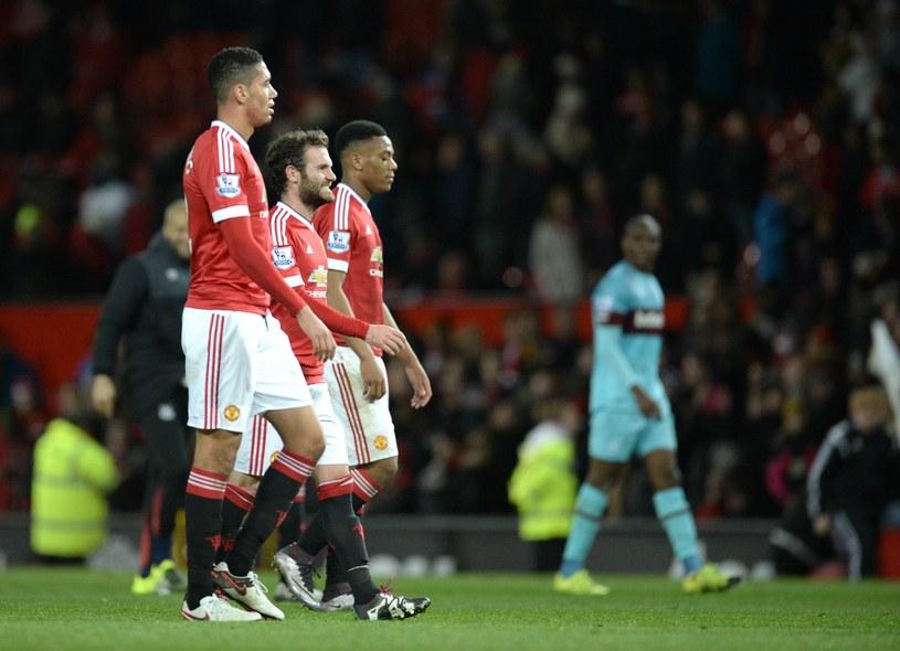 Piłkarze Manchesteru United znaleźli się w ciężkim położeniu /AFP