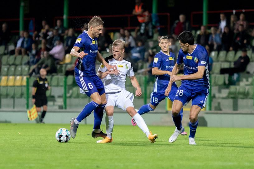 Piłkarze Miedzi Legnica (w niebieskich strojach) /Adrian Mielczarski /East News