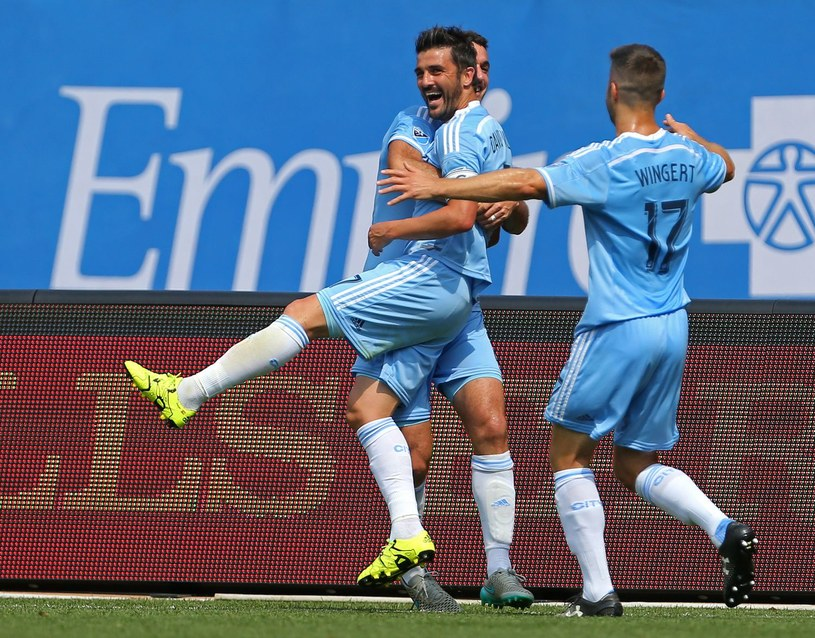 Piłkarze New York City FC. David Villa w objęciach kolegów /AFP