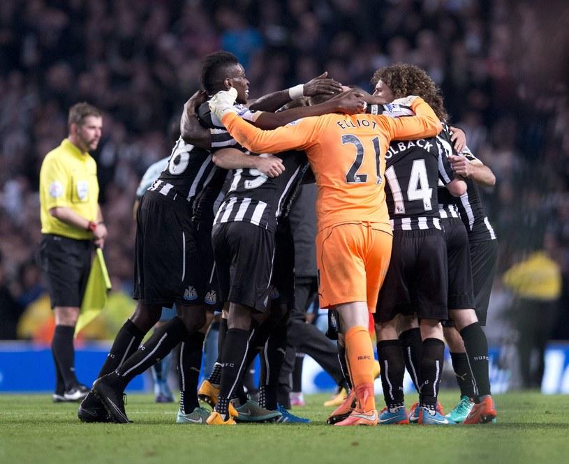 Piłkarze Newcastle United cieszą się po wyeliminowaniu Manchesteru City /AFP
