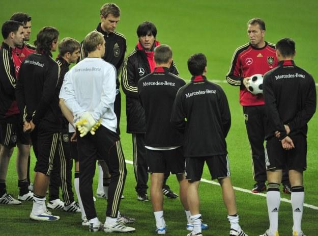 Piłkarze Niemiec po długiej podróży dotarli do Kazachstanu /AFP