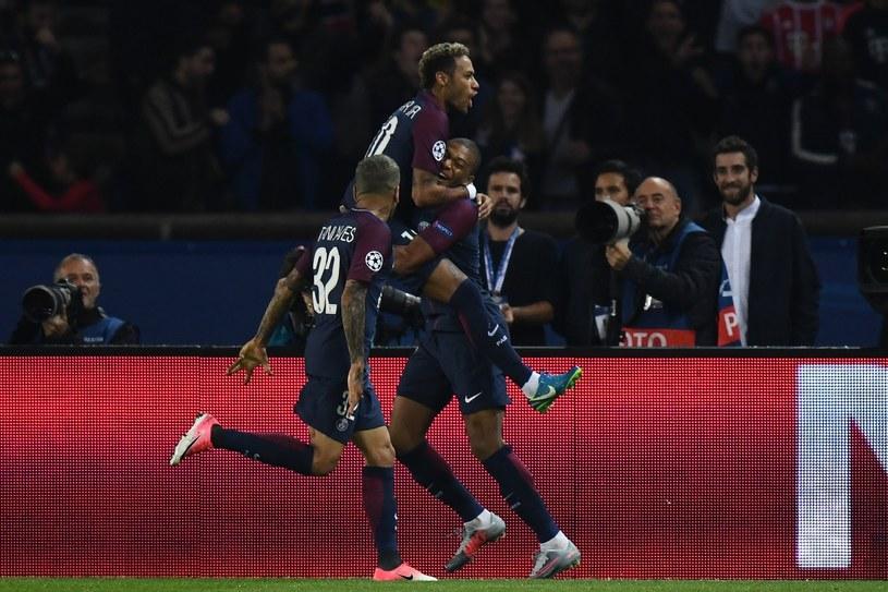 Piłkarze Paris Saint-Germain cieszą się po strzelonym golu /AFP