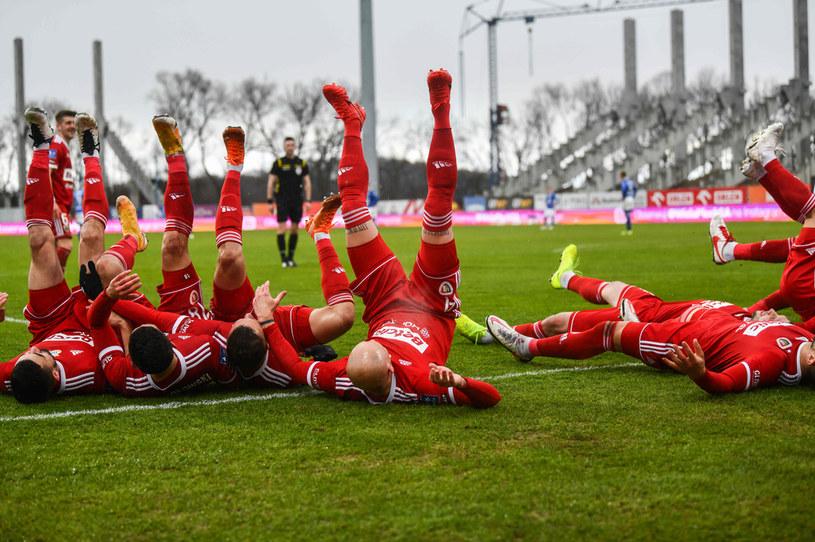 Piłkarze Piasta Gliwice w trakcie cieszynki w meczu z Wisłą Płock /JACEK PRONDZYNSKI/FOTOPYK / NEWSPIX.PL /Newspix