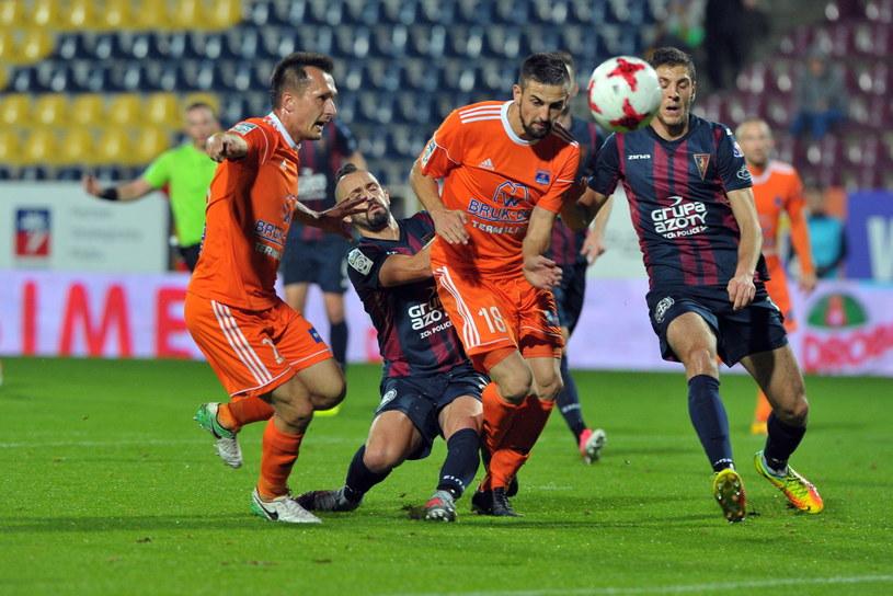 Piłkarze Pogoni Szczecin przegrali z Bruk-Betem Termalicą i okupują ostatnie miejsce w tabeli /Marcin Bielecki /PAP