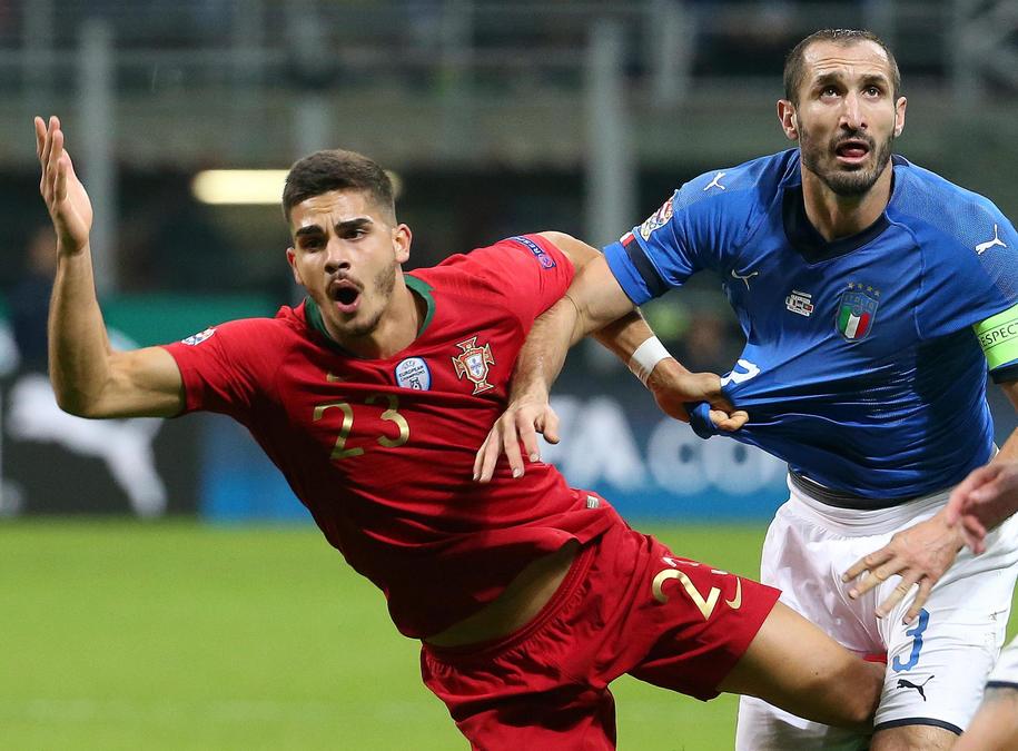 Piłkarze Portugalii jako pierwsi awansowali do Final Four Ligi Narodów /MATTEO BAZZI    /PAP/EPA