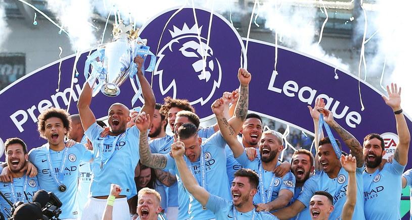 Piłkarze Premier League nie chcą zgodzić się na obniżkę pensji /PAP/EPA