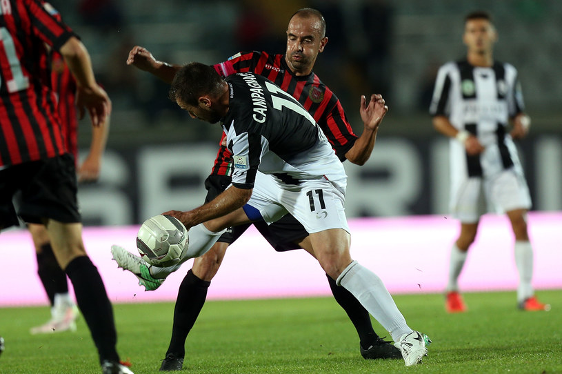 Piłkarze Pro Piacenza (czerwone stroje) /Getty Images