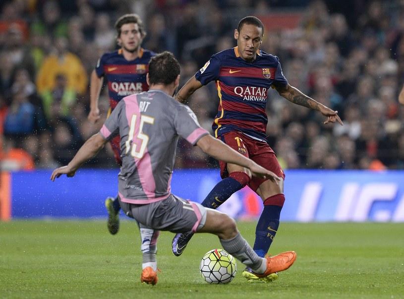 Piłkarze Rayo Vallecano kompletnie nie radzili sobie z Neymarem /AFP