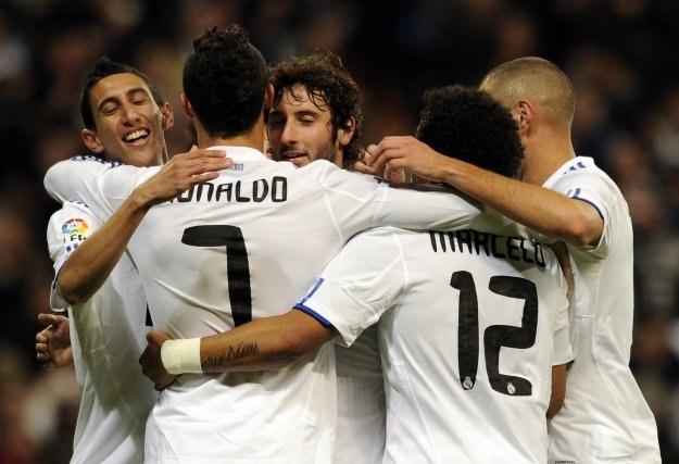 Piłkarze Realu fetują kolejnego gola strzelonego Murcii. /AFP