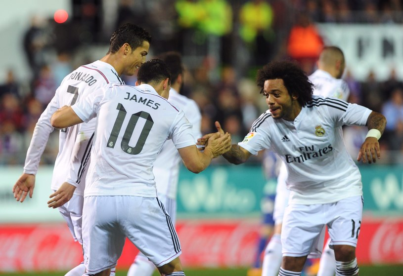 Piłkarze Realu Madryt cieszą się z pierwszej bramki /AFP