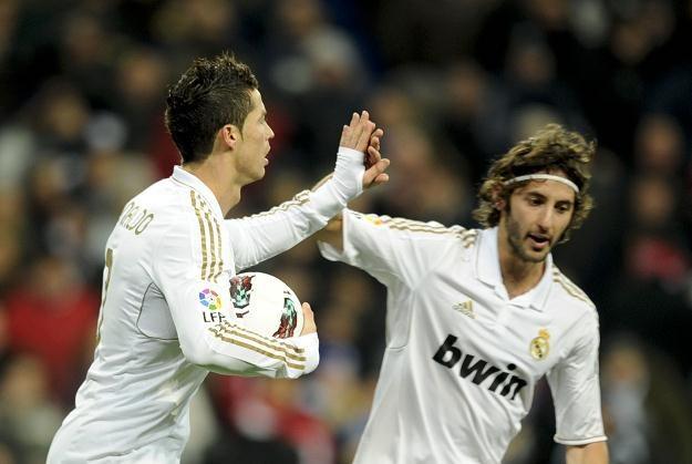 Piłkarze Realu Madryt mają już 10 pkt przewagi nad Barceloną w Primera Division /AFP
