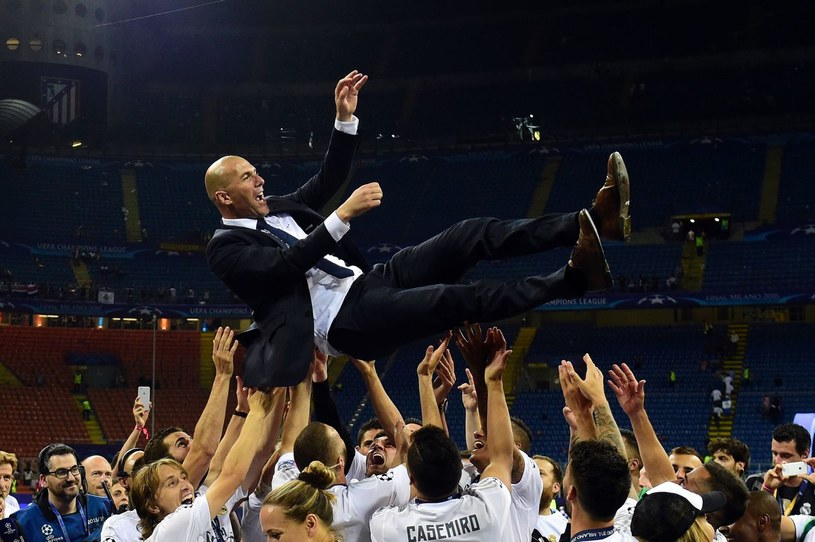Piłkarze Realu z trenerem Zidanem na San Siro po finale z Atletico /AFP