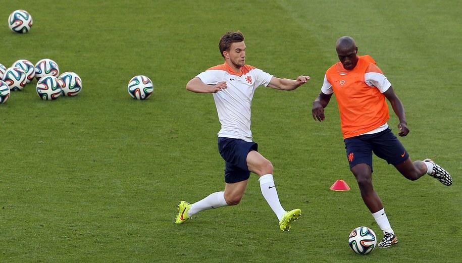 Piłkarze reprezentacji Holandii podczas treningu /MOHAMMED MESSARA /PAP/EPA