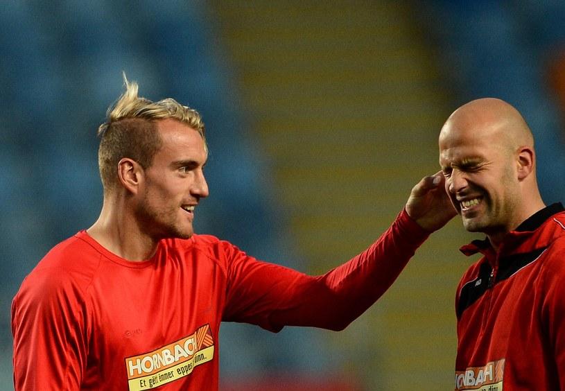 Piłkarze reprezentacji Luksemburga Aurelien Joachim (z lewej) i Jonathan Joubert /AFP