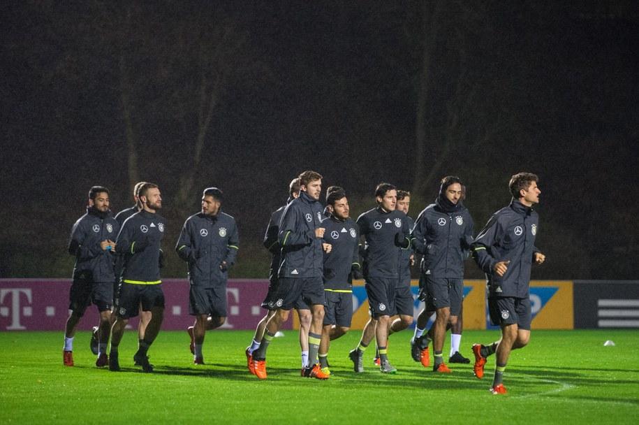Piłkarze reprezentacji Niemiec w czasie treningu przed odwołanym meczem z Holandią /Nigel Treblin /PAP/EPA