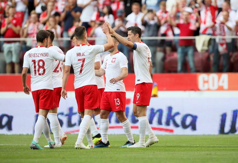 Piłkarze reprezentacji Polski cieszą się z gola Roberta Lewandowskiego / Leszek Szymański    /PAP