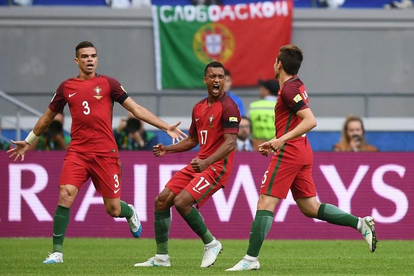 Piłkarze reprezentacji Portugalii cieszą się z gola, którego, po zastosowaniu systemu VAR, nie uznano /AFP