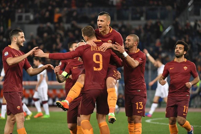 Piłkarze Romy cieszą się z bramki strzelonej Torino. /ANDREAS SOLARO /