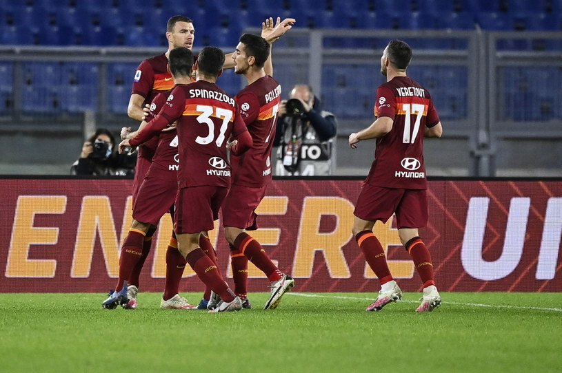 Piłkarze Romy cieszą się ze zwycięstwa /PAP/EPA/Riccardo Antimiani /PAP/EPA
