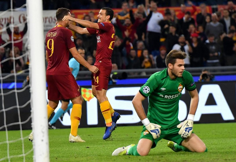 Piłkarze Romy - Edin Dżeko (z lewej) i Alessandro Florenzi cieszą się z gola /PAP/EPA