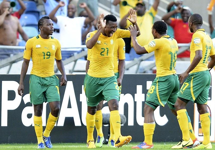 Piłkarze RPA cieszą się z gola /AFP