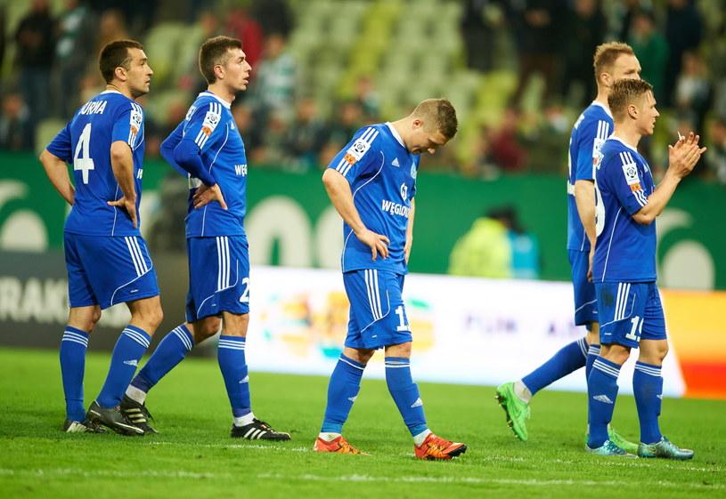 Piłkarze Ruchu Chorzów po meczu nie mieli powodów do uśmiechu. Dwa dni po ostatniej kolejce są w lepszych humorach /Adam Warżawa /PAP