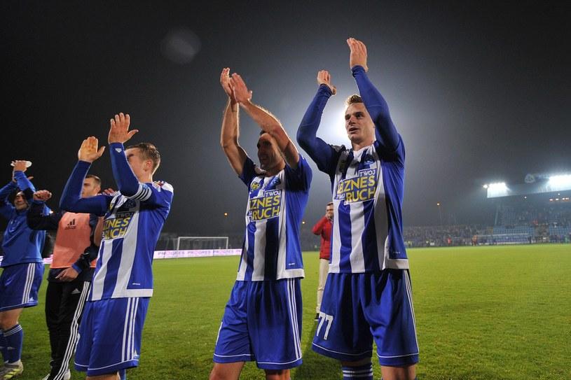 Piłkarze Ruchu Chorzów po wygranej z Miedzią Legnica /Rafał Rusek /Newspix