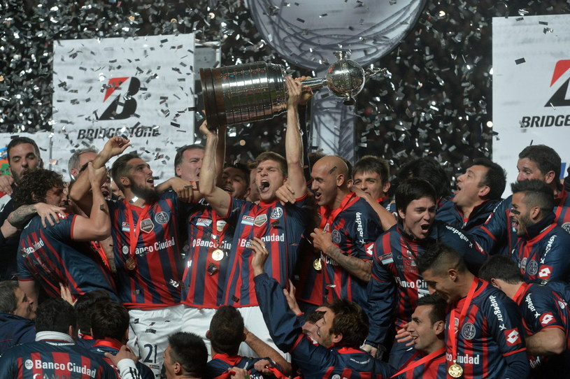 Piłkarze San Lorenzo triumfują /PAP/EPA