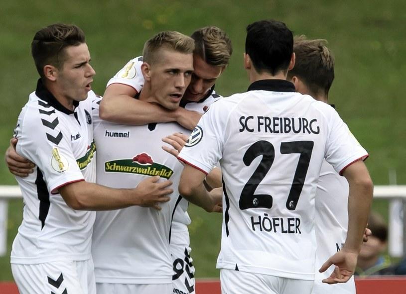Piłkarze SC Freiburg po strzeleniu gola na 0-1. /PAP/EPA