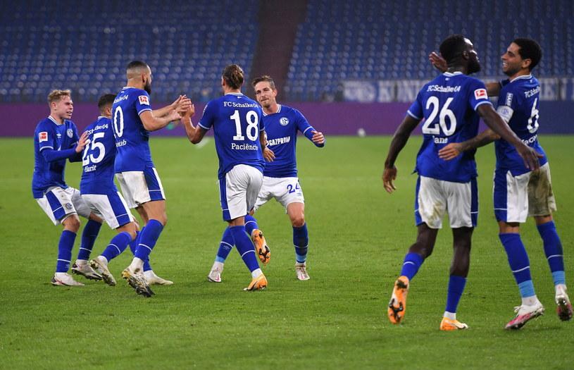 Piłkarze Schalke w końcu mogą cieszyć się z pierwszego punktu w tym sezonie /FREDERIC SCHEIDEMANN / POOL /PAP/EPA