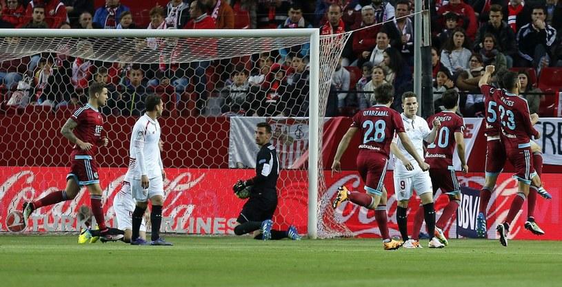 Piłkarze Sevilli nie byli w stanie zatrzymać graczy Realu Sociedad /JOSE MANUEL VIDAL /PAP/EPA