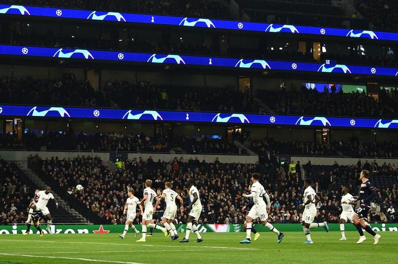 Piłkarze Tottenhamu (w białych strojach) podczas meczu z Crveną Zvezdą Belgrad /AFP