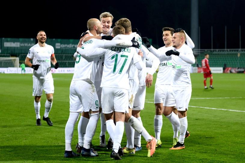 Piłkarze Warty Poznań cieszą się z pokonania Wisły Kraków /Jakub Kaczmarczyk /PAP