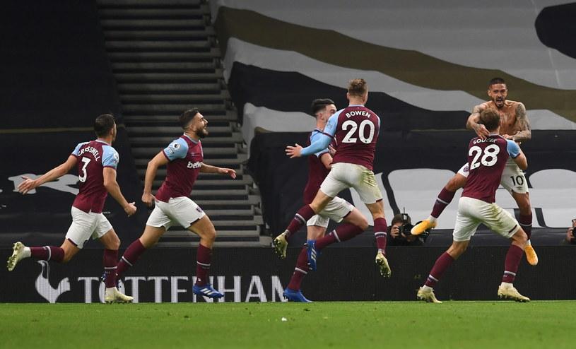 Piłkarze West Hamu wybuchli z radości po trzeciej bramce /PAP/EPA/NEIL HALL / POOL /PAP/EPA