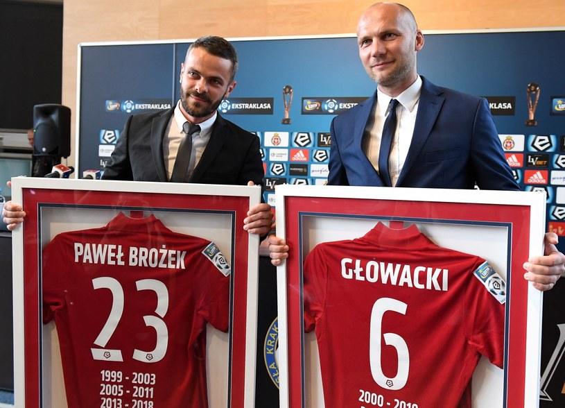 Piłkarze Wisły Arkadiusz Głowacki (P) i Paweł Brożek (L) /Jacek Bednarczyk   /PAP