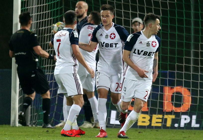 Piłkarze Wisły Kraków (od lewej): Sławomir Peszko, Matej Palczicz i Marko Kolar / PAP/Andrzej Grygiel /PAP