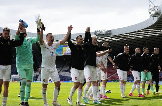 Piłkarze z Czech świętują zwycięstwo /Petr Josek / POOL /PAP/EPA