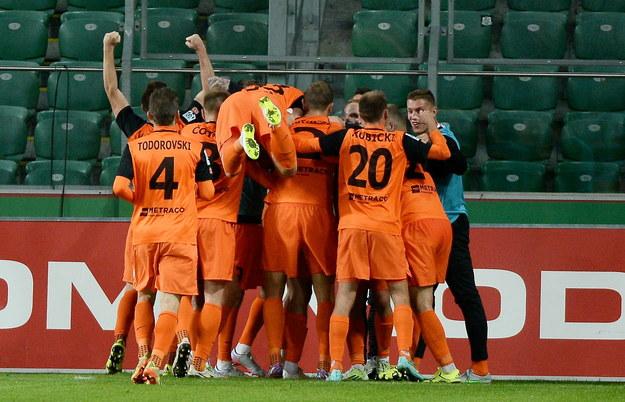Piłkarze Zagłębia Lubin cieszą się z gola Michala Papadopulosa /Bartłomiej Zborowski /PAP