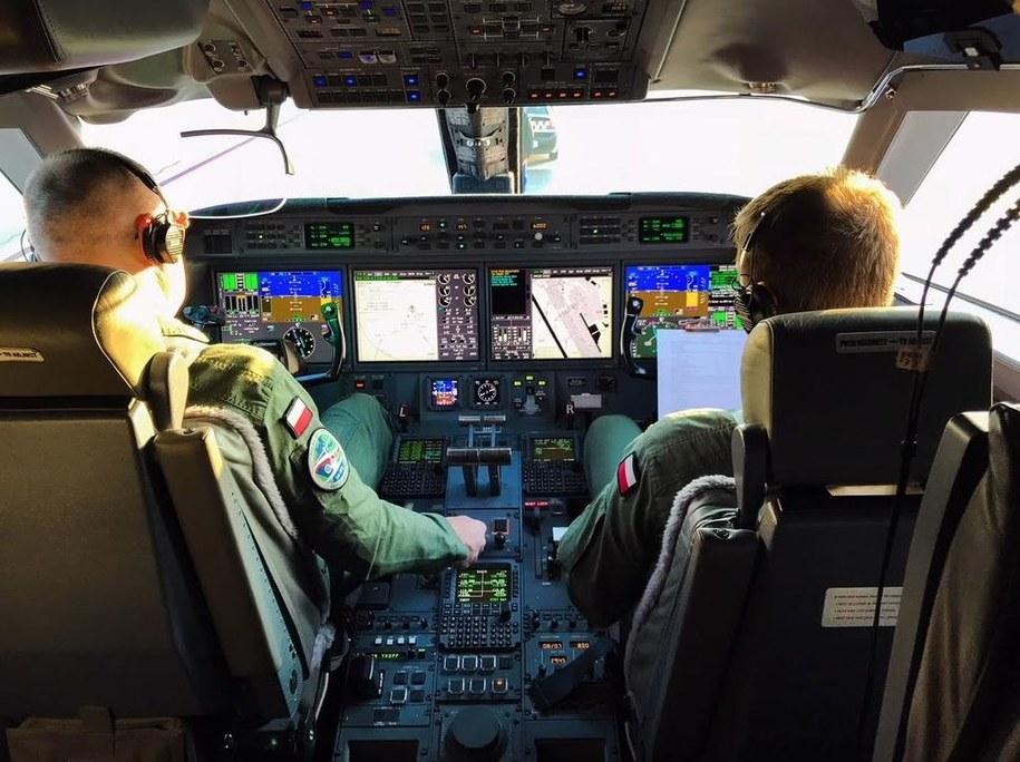 Piloci za sterami samolotu Gulfstream G550 /Michał Dukaczewski /Archiwum RMF FM